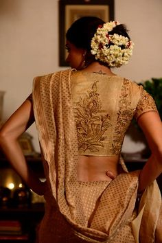 Kerala Wedding Saree Blouse Designs 2017 with all the latest designs Collection from the designers of India so Kerala Brides do try these wedding saree Blouse Designs this year. Ethnic Fashion, Look Fashion, Indian Fashion, Latest Fashion, Fashion Trends, Kerala Wedding Saree, Saree Wedding, Bridal Sarees, Indian Attire