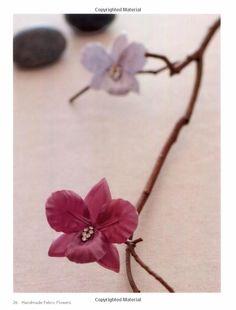 Amazon.com: Handmade Fabric Flowers: 32 Beautiful Blooms to Make (9781250009029): You-Zhen Lu: Books