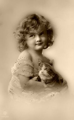 Black and White Vintage Photography: Take Photos Like A Pro With These Easy Tips – Black and White Photography Vintage Children Photos, Vintage Pictures, Old Pictures, Vintage Images, Old Photos, Photo Vintage, Vintage Cat, Vintage Girls, Vintage Beauty