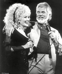 Kenny Rogers Autograph Autographed Signed paper photo w Certificate of Authenticity w free print w Dolly Parton star of the Gambler Country Music Artists, Country Singers, Coward Of The County, Dolly Parton Kenny Rogers, Islands In The Stream, Lionel Richie, Thing 1, The Big Lebowski, Rockn Roll