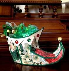Santa's Special 3D Elf Shoe: I would like to share this adorable Elf shoe with you today.   As with all my creations, I use my Sizzix Eclips cutting machine, that I Love!   This cute