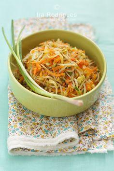 Tahu Isi Recipe Tahu Isi, Vegetarian Stuffing, Mother Recipe, Quick Stir Fry, Food Stall, Shredded Carrot, Street Food, Food Dishes