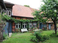 Alter denkmalgeschützter Bauernhof-Resthof im tlw noch klassischen Rundlingsdorf