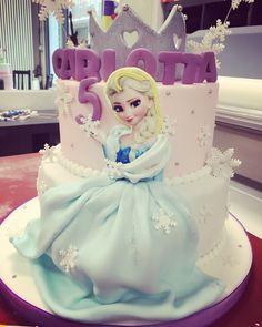 Frozen cake birthday party