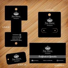 olá, a criação da arte do produto é gratuita, nós criamos a arte e você aprova. descrição: kit promocional de cartelas para bijuteria personalizados com sua marca. 1000 cartelas para colares e pulseiras 4,8 x 8,8 cm 1000 cartelas para brincos 4,5x5cm 1000 mini tags para aneis 2,5x4cm 1000 ... Stamped Business Cards, Dremel Carving, Boutique Decor, Earring Cards, Craft Markets, Candy Shop, Diy Box, Jewelry Packaging, Thank You Gifts