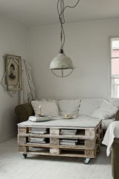 pallets coffee table, love the light