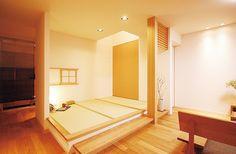 【公式:ダイワハウスの注文住宅サイト】それぞれのご家族に、必要な収納を。ダイワハウスは暮らしに合わせた「収納計画」をご提案します。 Tatami Room, Japanese Interior Design, Japanese House, Floor Chair, Bunk Beds, Indoor, Living Room, Space, Architecture