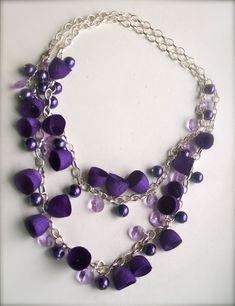 Handgefertigt aus handgefertigten gefärbten Kokons, farbig Silber, Armaturen, Glasperlen und Kette... ASYMETRIC Perlen Neacklace. Diese einfache lange