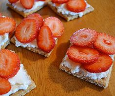 "Top graham crackers with fruit and a mix of ricotta cheese, honey and vanilla for quick and tasty ""cheesecakes."" http://www.parents.com/kids/nutrition/healthy-snacks/10-healthy-after-school-snacks/?socsrc=pmmpin130125hsGrahamCheesecakes#page=3"