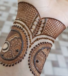 Henna Mehndi Designs which you can easily pull off to college. You will find some Easy, Elegant, Simple, and Beautiful Mehndi Designs of Henna Hand Designs, Dulhan Mehndi Designs, Mehandi Designs, Mehndi Designs Finger, Latest Henna Designs, Basic Mehndi Designs, Mehndi Designs For Beginners, Mehndi Designs For Girls, Mehndi Design Photos