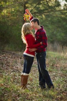 Posing ideas-couples · engagement photo ideas for holidays - holiday props family christmas pictures, holiday pictures, christmas Family Christmas Pictures, Christmas Couple, Holiday Pictures, Christmas Photo Cards, Family Photos, Couple Photos, Christmas Pics, Holiday Cards, Xmas Pics