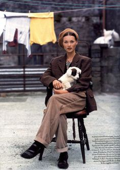 The doggie iz zoooo kutez!!!!! D: Nice chair...