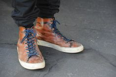 Those beat-up Buttero high top sneakers look awesome Sneakers Looks, High Top Sneakers, Walking Alone, Leather Sneakers, Hiking Boots, Combat Boots, Menswear, Adidas, Nike