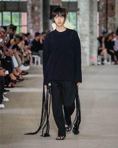 写真15/40|ジル サンダー(JIL SANDER) 2020年春夏 メンズ コレクション - ファッションプレス Fabric Structure, Jil Sander, Milan, Normcore, Mens Fashion, Boys, How To Wear, Collection, Advice