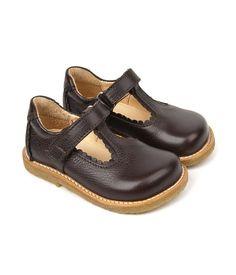 Angulus shoes.