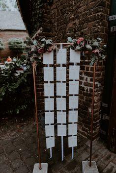 Wunderschöne Boho Hochzeit in Kupfer und Rosegold - eine tolle Kombination! #hochzeit #sitzplan #kupferrohr Planer, Ladder Decor, Location, Wedding Ideas, Home Decor, Casamento, Copper Tubing, Seating Chart Wedding, Place Cards