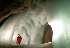 Image from http://www.taxisalzburg.info/sights/icecave.jpg.