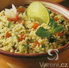 Kuskus se spoustou zeleniny. Couscous, Fried Rice, Guacamole, Potato Salad, Quinoa, Cabbage, Food And Drink, Vegetarian, Yummy Food
