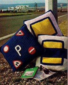 Vintage Retro Road Sign Decorator Pillows PDF por MomentsInTwine