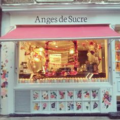 nearly finished with the birds and flowers at  Anges De Sucre.