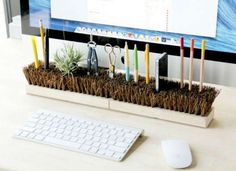 DIY desktop organizer - super easy to make from a broom head