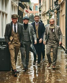 Although most of us, as men, seem to be sloppy about clothing, in most cases we attach importance to quality … Suit Up, Suit And Tie, Mode Masculine, Fashion Mode, Retro Fashion, Fashion 1920s, Vintage Fashion, Mens Fashion Suits, Mens Suits