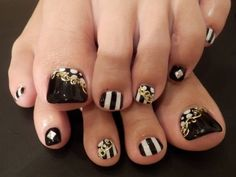 super modern #nailart - want to try this out, just need some gold glitter...
