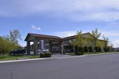 Best Western Plus Rama Inn Redmond (Oregon) Less than a minute drive from The Dalles ? California Highway, this Redmond hotel features an indoor swimming pool. A full complimentary breakfast with a choice of breads, cereals, fruit, eggs, breakfast meats, juice, and coffee is served daily.
