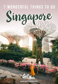 7 wonderful things to do in Singapore. Singapore is the smallest country in Southeast Asia. Despite the country's size, there are a lot of things to do in Singapore. Singapore Guide, Singapore Travel Tips, Singapore Itinerary, Singapore Travel Outfit, Singapore Attractions, Singapore Sling, Gardens By The Bay, Kew Gardens, Asia Travel