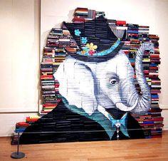 Il pittore e illustratore Mike Stilkey è un accanito topo di biblioteca, ma di un genere molto particolare. Nelle biblioteche va a cercare vecchi romanzi dimenticati, destinati ad essere gettati nella spazzatura, e li salva dando loro una stupefacente seconda vita: diventano le tele per le  sue incredibili opere d'arte.