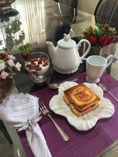 It Glamour: Mesa Posta por Samara Breakfast Presentation, Dinning Table Set, Bon Appetit, Tablescapes, Samara, Table Settings, Plates, Cookies, Table Decorations