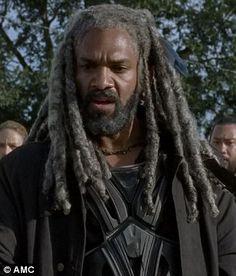 """King Ezekiel. The Walking Dead Season 7 Episode 13 """"Bury Me Here."""" TWD S07 E13."""