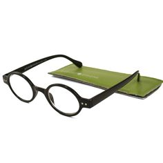 Gabriel + Simone is a collection of modern, yet timeless readers at a great price! These Gabriel + Simone readers are a lightweight vintage-inspired round plastic full eye reader with spring hinges fo