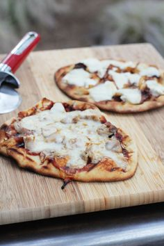 Quick and easy method for making naan pizzas, either grilled or baked.