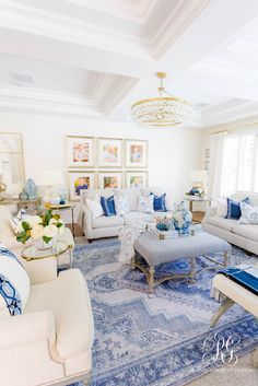 White Family Rooms, Blue And White Living Room, Home Living Room, Living Room Designs, Living Room Decor, White Living Room Furniture, Family Room Design, Family Room Decorating, Fall Decorating