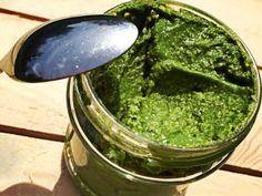 Rukolové pesto používáme k ochucení jídel, pomazánek nebo jako dip.