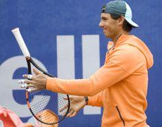 Rafael Nadal practices in Barcelona, April 19, 2015 (Photo via Mundo Deportivo)