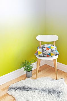 Bring sunshine vibes to your home all year around with this ombre wallpaper. Ivory white gently fades to a vivid yellow, giving a contemporary yet stylish feel. Perfect for living room or kitchen spaces.