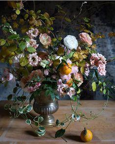 Beautiful artful blooms from @aesmeflowers. I will never get tired of this still life look. #sobridaltheory #florals #floraldesign #wedding #weddinginspiration #wedding #inspire #flowerstagram #fineartwedding #art #stilllife