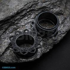 A Pair of Blackline Verdant Filigree Single Flared Ear Gauge Tunnel Plug – Schmuck modelle Plugs Earrings, Gauges Plugs, Plugs For Ears, Gages For Ears, Flower Earrings, Pearl Earrings, Body Jewellery, Ear Jewelry, Bullet Jewelry