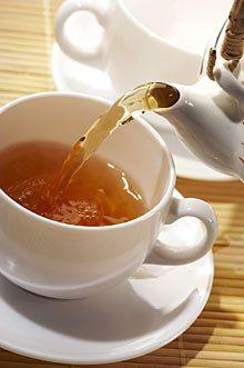 Herbs for Tea - Grow Chamomile, Lemon Balm, Peppermint, Spearmint and Stevia for your tea. Cellulite, Chamomile Growing, Herbal Tea Benefits, Golden Tea, Lemon Balm, Tea Blends, Herbal Medicine, Yummy Drinks, Tea Time