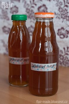 Zázvorový sirup. - 100 - 150 g zázvoru 400 g třtinového cukru (použila jsem cukr Demerara) 500 g vody ------------------- 1 citrón 1 lžíce medu