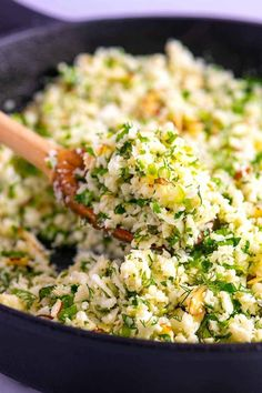 Herb Cauliflower Rice This easy herbed cauliflower rice is packed full of flavor, healthy, low-carb and quick to make.This easy herbed cauliflower rice is packed full of flavor, healthy, low-carb and quick to make. Healthy Side Dishes, Vegetable Dishes, Side Dish Recipes, Veggie Recipes, Diet Recipes, Vegetarian Recipes, Recipes Dinner, Gourmet Food Recipes, Simple Rice Recipes