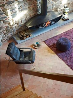 or totally mod fireplace surrounded by rustic architecture and mod furniture. Home Fireplace, Fireplace Design, Fireplace Tiles, Fireplaces, Interior Architecture, Interior And Exterior, Interior Design, Fireplace Pictures, Houses