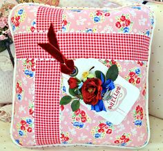 I LOVE this fabric shop Strawberry Patches ... adorable pillow tutorial