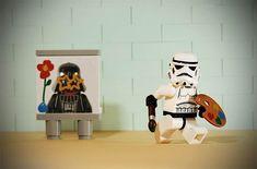 Dank Sofiane Samlal aka Samsofy gibt es die geniale Wortneuschöpfung Legografie, die eigentlich kaum Erklärung braucht. Man nehme einen kreativen Fotografen, der angereichert ist mit einer kräftigen Prise kindlichem Spielvergnügen, und stecke ihn in einen
