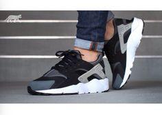 Wolf grey Nike huaraches