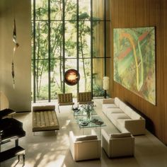 Mid-century classics like the Barcelona Chair and Couch in a room that welcomes the outdoors in. Ludwig Mies Van Der Rohe, Modern Interior Design, Interior Architecture, Interior And Exterior, Interior Ideas, Mid Century House, Mid Century Style, Barcelona Daybed, Bauhaus