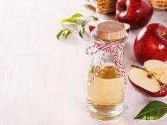 Hustensaft mit Apfelessig  Apfelessig ist eine gute und altbewährte Methode gegen Halsschmerzen. Der hohe Säuregehalt im Essig wirkt sehr gut gegen Bakterien. Im Zusammenhang mit Honig hilft dieser Saft gut gegen Schmerzen.