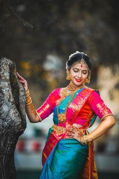 Indian Bride Poses, Indian Bridal Photos, Indian Wedding Poses, Indian Wedding Photography Poses, Indian Bridal Fashion, Bride Photography, Kerala Wedding Saree, South Indian Wedding Hairstyles, Wedding Saree Collection